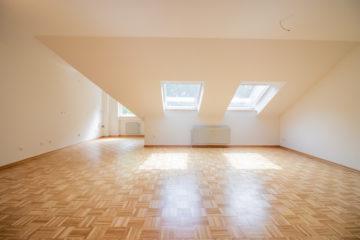 Frisch saniert | Helle 2 Zimmer Wohnung mit tollem Badezimmer | zentral gelegen in Gladbeck, 45968 Gladbeck, Dachgeschosswohnung