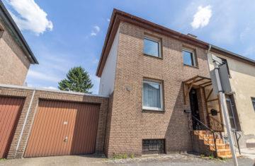 Charmante Doppelhaushälfte mit großem Garten und Garage, 45889 Gelsenkirchen, Doppelhaushälfte